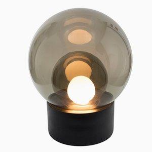 Lampada da terra Medium Boule in vetro grigio fumo con base nera di Sebastian Herkner per Pulpo & Rosenthal