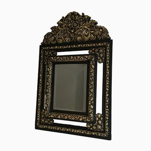 Espejo antiguo con relieve de cobre, década de 1880