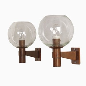 Lámparas de pared holandesas de latón con esferas de vidrio y colgantes, años 60. Juego de 2