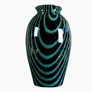 Jarrón Mid-Century grande de vidrio negro y verde de Peill & Putzler