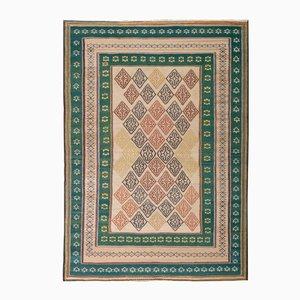 Bestickter nahöstlicher Kilim Teppich in Grün & Rosa
