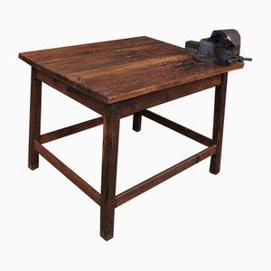 Industrieller Tisch mit Stahl Schraubzwinge