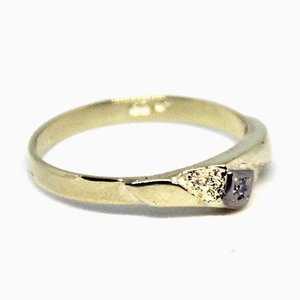 14k Gold Ring Decorated with a Brilliant