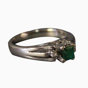 14 Kt Weißgold Ring mit Smaragden, Umgeben von 2 Kleinen Diamanten