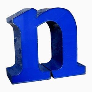 Letra N minúscula decorativa en azul, años 70