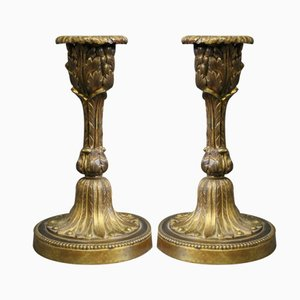 Candeleros franceses antiguos de bronce bañado en oro. Juego de 2