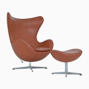 Egg chair e poggiapiedi di Arne Jacobsen per Fritz Hansen