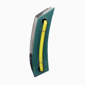 Letra minúscula l vintage verde y amarilla iluminada de neón