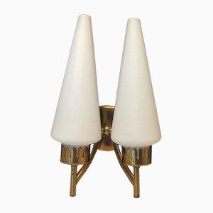 Aplique de lámpara doble de latón y vidrio opalino, años 50