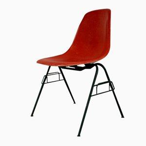 Roter Vintage DSS Stapelstuhl von Charles Eames für Herman Miller