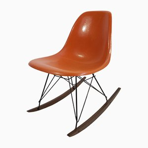 Oranger Glasfaser Schaukelstuhl von Charles & Ray Eames für Vitra, 1970er