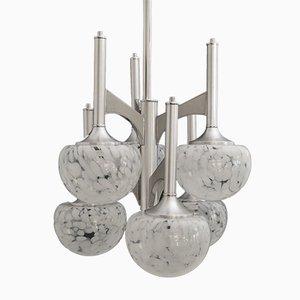 Lámpara de araña italiana modernista de latón con esferas de vidrio, años 70