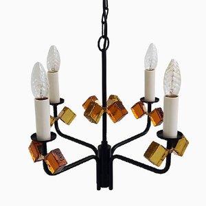 Lámpara de araña danesa Mid-Century de hierro negro y vitral de Holm Sørensen