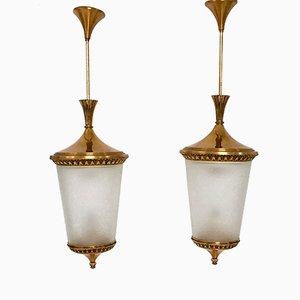 Lámparas colgantes italianas de latón y vidrio grabado, años 50. Juego de 2