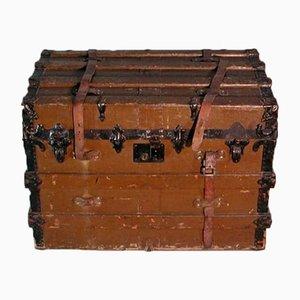 Antiker Überseekoffer auf Rollen