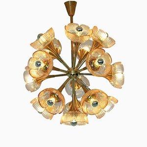 Lámpara de araña italiana de cristal de Murano y latón, años 60