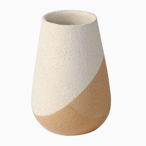 Jarrón Shake pequeño en ocre y blanco de Anja Borgersrud para Anbo Design