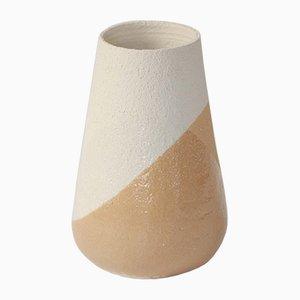 Jarrón Shake mediano ocre y blanco e Anja Borgersrud para Anbo Design