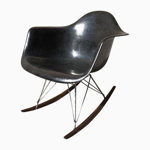 schaukelst hle von charles ray eames online bei pamono. Black Bedroom Furniture Sets. Home Design Ideas