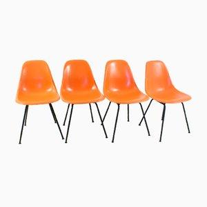 Sillas auxiliares vintage naranjas con bases en forma de H de Charles & Ray Eames para Herman Miller. Juego de 4