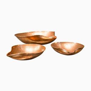 Cuencos de cobre martillado, años 50. Juego de 3