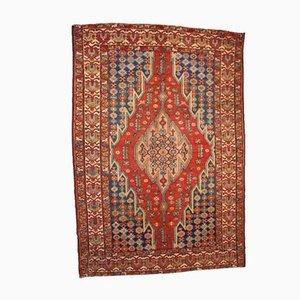 Antiker handgearbeiteter orientalischer Teppich