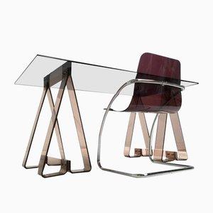 Tavolo su cavalletti in acrilico fumé e vetro con sedia in lucite e cromo tubolare, anni '70