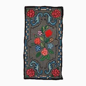 Tapis Crocheté Antique Fait Main Gris et Floral, Amérique, 1920s