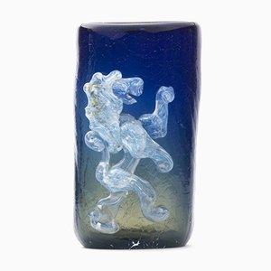 Jarrón francés de vidrio azul con león, años 60