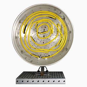 Lámpara de neón con forma de colador de Chris Bracey, 2010