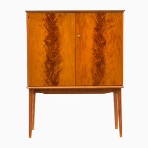 Nordischer Art Deco Schrank in Flammen Optik