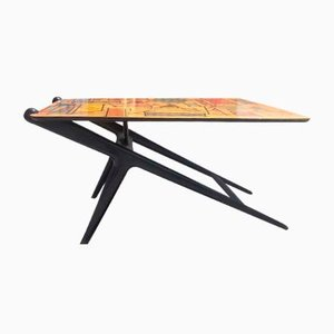 Mesa de salón de madera con diseño abstracto, años 60