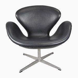 Silla Swan Mid-Century de cuero negro de Arne Jacobsen para Fritz Hansen