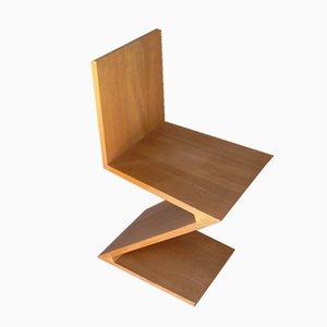Sedia Zig Zag in legno di olmo di Gerrit Rietveld per Cassina, anni '70