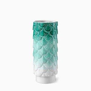 Jarrón Plumage en blanco y verde decorado a mano de Cristina Celestino para BottegaNove