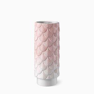 Vaso Plumage bianco e rosa pallido decorato a mano di Cristina Celestino per BottegaNove