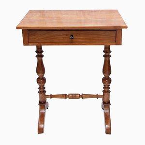 Mesa de costura antigua de cerezo