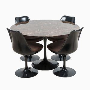 Tavolo da pranzo modello Tulip di Eero Saarinen per Knoll International