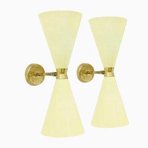 Lámparas de pared en forma de diábolo de metal y latón, años 50. Juego de 2