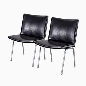 Schwarze Ap-40 Leder Flughafen Stühle von Hans J. Wegner für Ap-stolen, 1950er, 2er Set