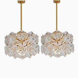Lámparas de araña de cristal facetado y metal dorado con dos niveles de Kinkeldey, años 70. Juego de 2