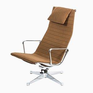 Sedia EA 124 di Charles & Ray Eames per Herman Miller, anni '60