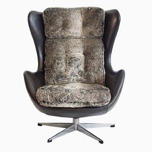 Butaca giratoria danesa vintage con tapizado de cuero negro y piel sintética