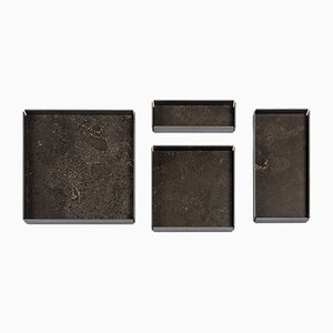 Bandejas modulares Fontane Bianche de pietra d'Avola natural de Elisa Ossino para Salvatori