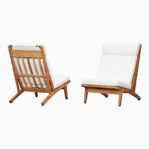Vintage Lounge Chairs with White Cushions by Hans Wegner for Getama, Set of 2