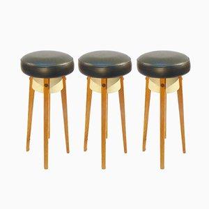 Taburetes de bar escandinavos vintage de roble y cuero de imitación. Juego de 3
