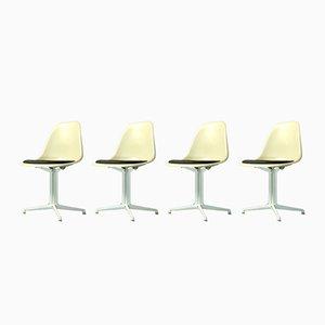 Sillas auxiliares de fibra de vidrio de Charles & Ray Eames para Vitra. Juego de 4