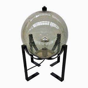 Lámpara vintage con una esfera de vidrio