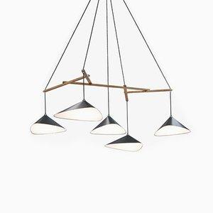 Lámpara colgante Emily formada por un grupo de cinco luces semi mate de Daniel Becker