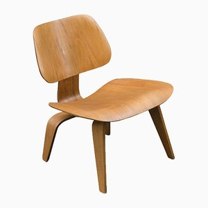 Sedia LCW vintage in quercia di Charles & Ray Eames per Herman Miller, anni '50